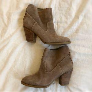 Nine West Hamelin brown leather bootie size 6
